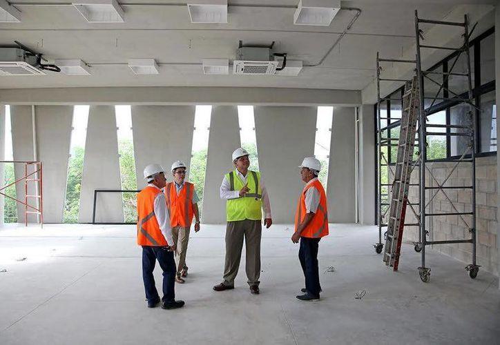 El Gobernador de Yucatán hizo un recorrido en la zona donde se construye la Universidad Politécnica. (Fotos cortesía del Gobierno estatal)