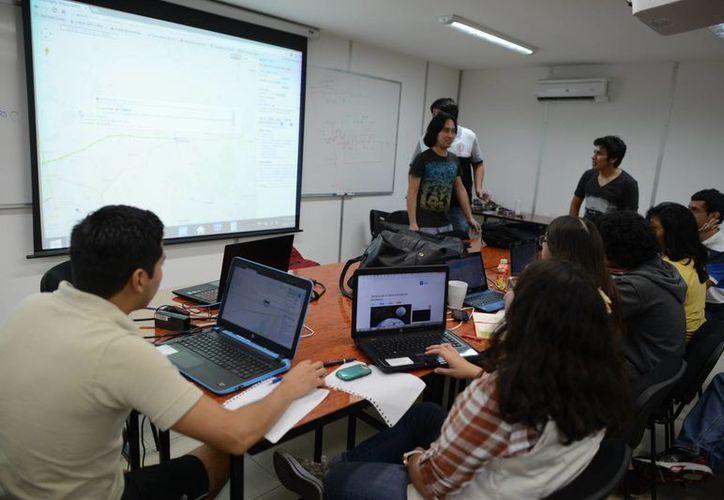 Gran interés de los jóvenes por aprender técnicas empresariales en el Club de Ciencias México. (Milenio Novedades)