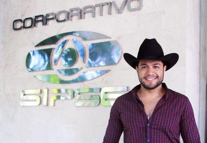 El cantante Jovanko Ibarra agradeció el apoyo del público yucateco y asegura que fue invitado para presentarse con su show el próximo día 6 de diciembre. (José Acosta/SIPSE)