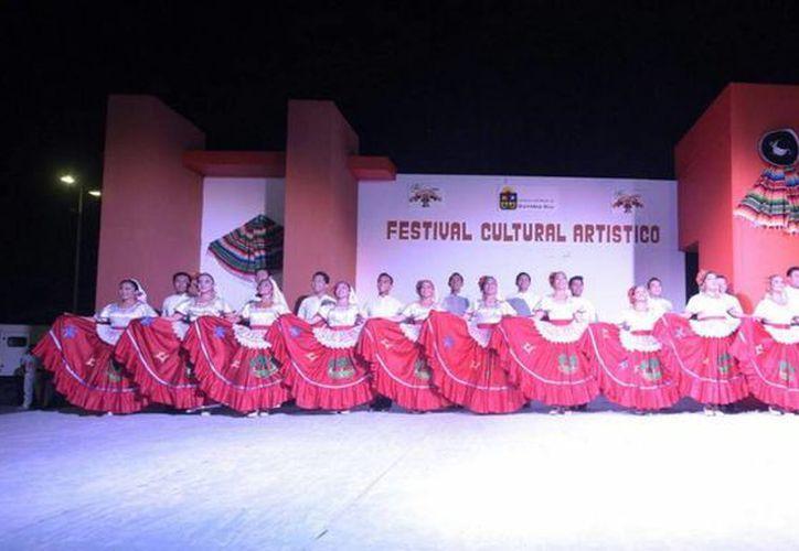En el Museo de la Cultura Maya fue inaugurada una muestra de indumentarias y trajes de Quintana Roo. (Redacción/SIPSE)