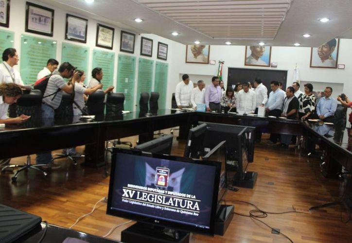 El presupuesto fue entregado a los diputados de la Comisión de Hacienda, Presupuesto y Cuenta de la XV Legislatura. (Eddy Bonilla/SIPSE)