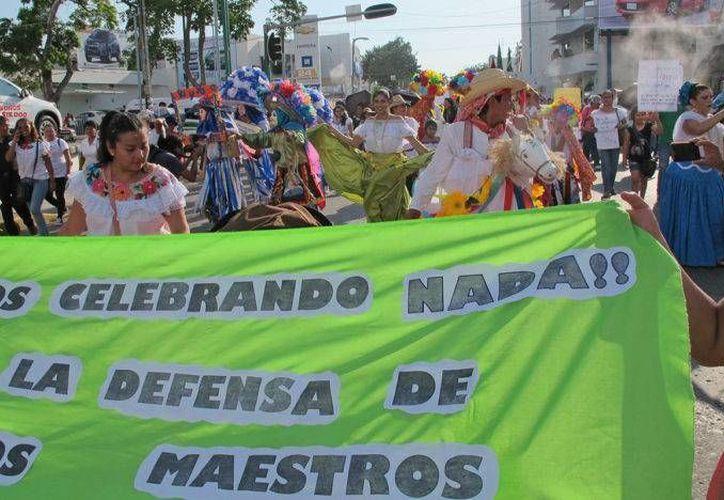 Los integrantes de las secciones 7 y 40 de la SNTE en Chiapas levantaron bloqueos y sostuvieron un diálogo con autoridades estatales. (proceso.com.mx)
