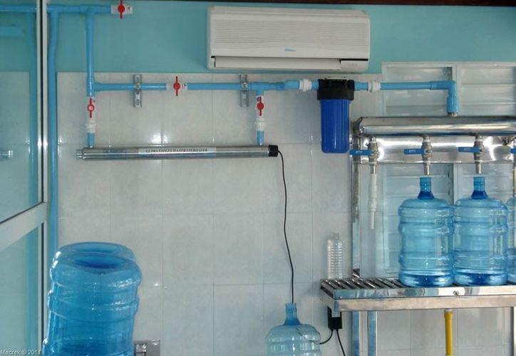 Las purificadoras que se encuentran en Bacalar, permanecerán cerradas hasta que no cumplan con las normativas. (Francisco Sansores/SIPSE)