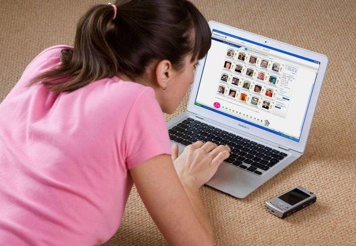 Las víctimas del 'falso amor' en Internet son, a menudo, mujeres de más de 40 años, divorciadas o viudas. (huffingtonpost.com)