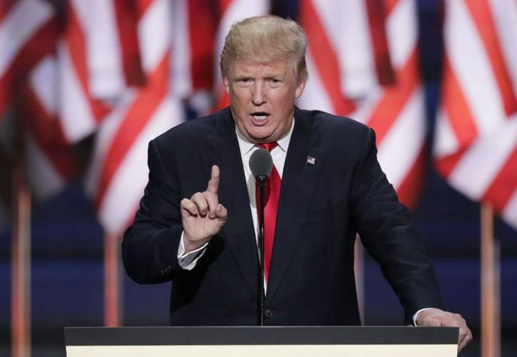 """El presidente Donald Trump amplía el espectro de enemigos a quienes atacar """"con todo"""" (AP)."""