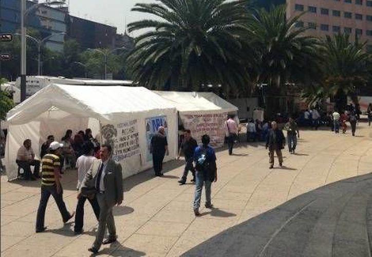 Carpas instaladas por la CNTE en el cruce de la Avenida Reforma. (Milenio)