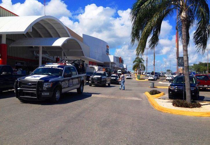 Operativo de la policía en las principales avenidas de la ciudad. (Adrián Barreto/SIPSE)