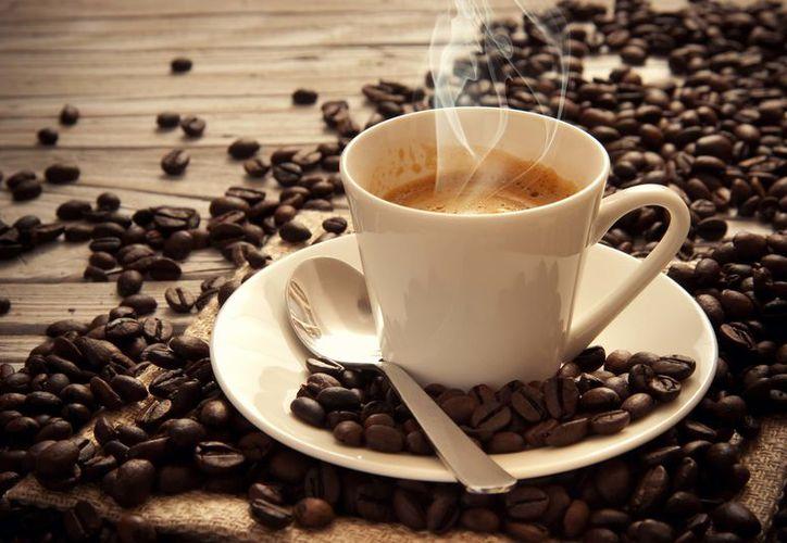 Una persona promedio consume alrededor de 165 miligramos de cafeína por día. (Vanguardia).