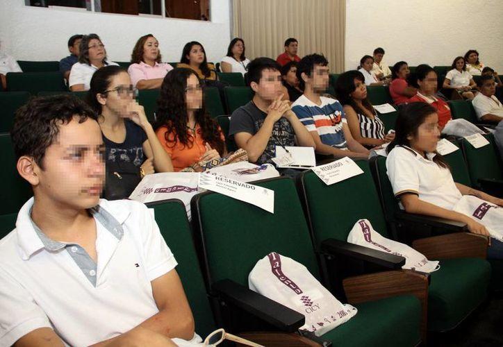 El taller científico es para alumnos interesados en la investigación. Imagen de los participantes de la Segunda estancia extensa del programa talento CICY. (Milenio Novedades)