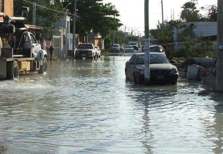 Las lluvias están causando estragos en la economía tulumnense, advierte el secretario general del Ayuntamiento. (Rossy López/SIPSE)