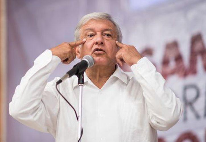 """El aspirante a la candidatura de Morena a la Presidencia aseguró que Ricardo Anaya y Meade no levantan en las preferencias por """"pirrurris"""". (Foto: Milenio)"""