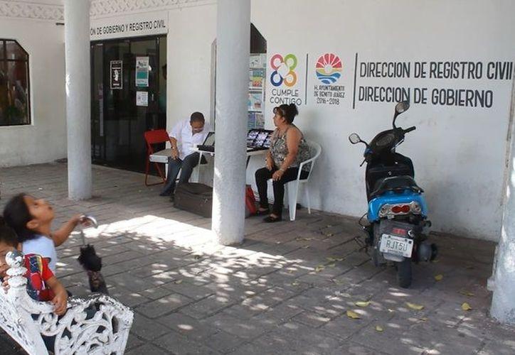 Los ciudadanos interesados en realizar estos trámites, pueden asistir a cualquiera de las 9 oficialías que hay en el municipio. (Sergio Orozco/ SIPSE)