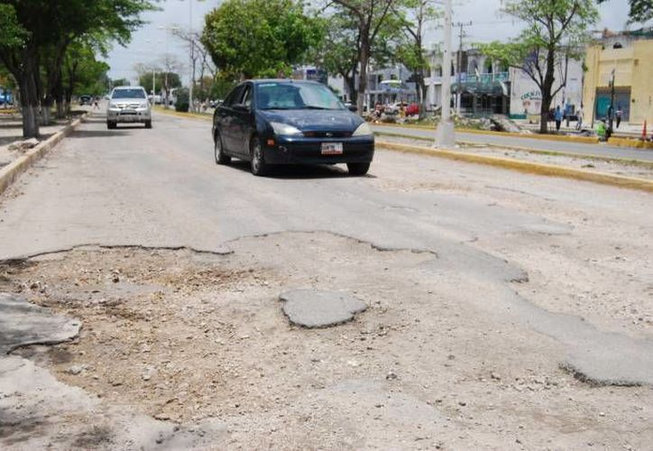 Los cancunenses están insatisfechos por la gran cantidad de baches en la ciudad. (Archivo/SIPSE)