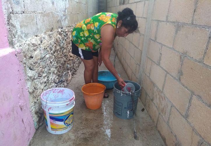 Habitantes de colonias de la periferia de Felipe Carrillo Puerto denuncian que reciben un mal servicio de agua potable. (Jesús Caamal/SIPSE)