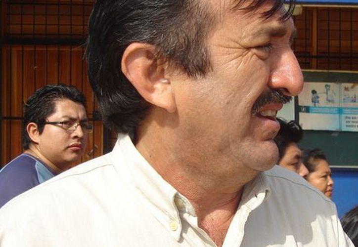 El edíl José Domingo Flota Castillo ha pedido que los trabajadores tengan paciencia respecto al pago de salarios y segunda parte del aguinaldo. (Carlos Yabur/SIPSE)