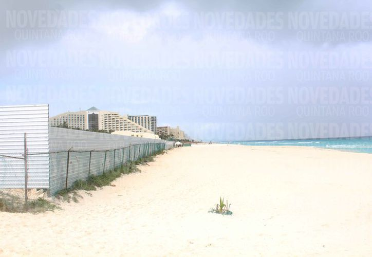 El proyecto hotelero se construiría a un costado de Playa Delfines. (Yvette Ycos/SIPSE)