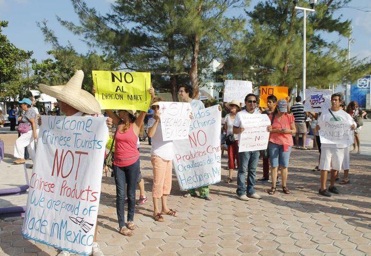 Para continuar la celebración de la batalla legal se organizó un desfile. (Jesús Tijerina/SIPSE)