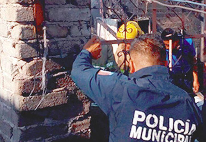 Se desconocen las causas que originó el incendio podría tratarse de un cortocircuito. (El Sol del Centro)