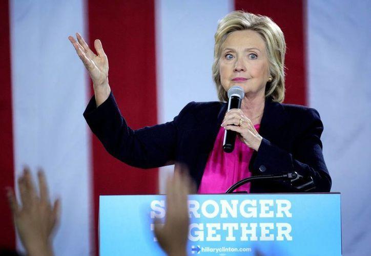 La candidata a la presidencia de EU por el partido Demócrata, Hillary Clinton, sostuvo el pasado viernes en un acto de recaudación de fondos, que la mitad de los seguidores de Trump cabían en la canasta de los 'deplorables'. (EFE/Archivo)