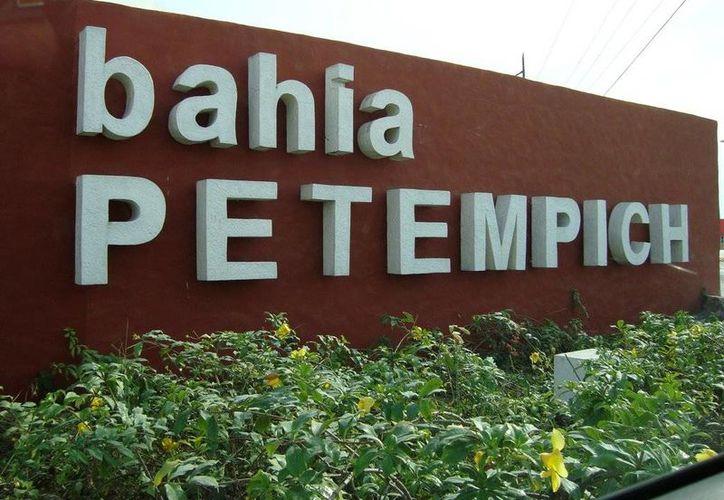 El accidente se registró en una obra en Bahía Petempich. (Redacción/SIPSE)