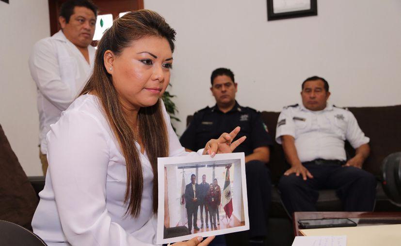 La presidenta municipal, acompañada de autoridades municipales, ofreció una rueda de prensa. (Cortesía)