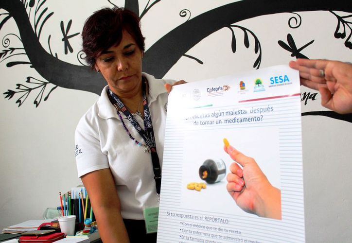 Instalan carteles informativos al interior de farmacias de la zona urbana. (Daniel Pacheco/SIPSE)