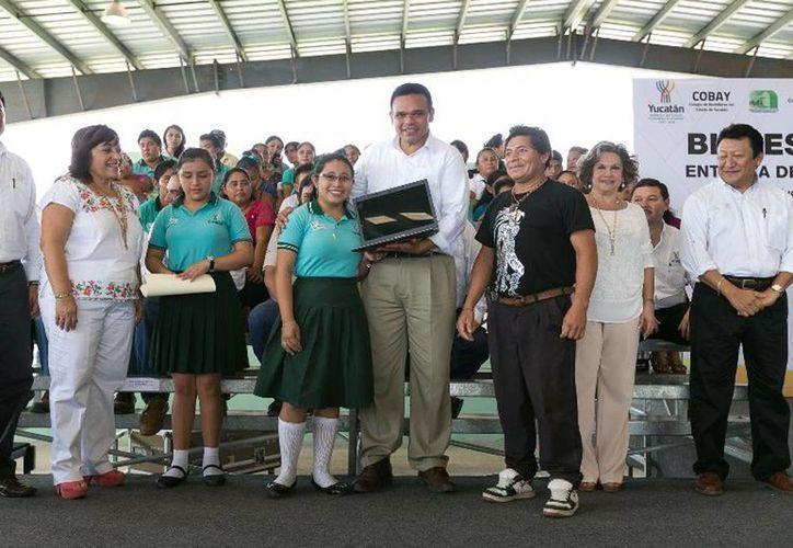 El Gobernador entregó 979 computadoras del programa Bienestar Digital a estudiantes del oriente del estado. (Cortesía)