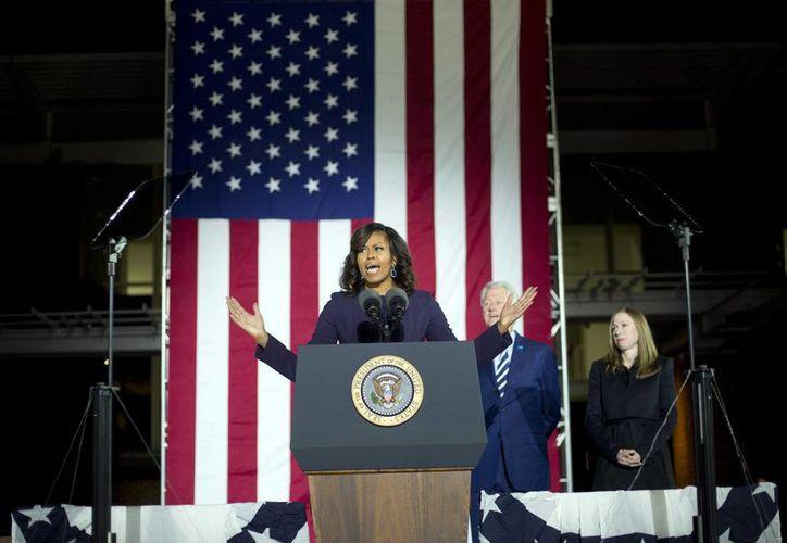 El mensaje contra la primera dama de EU, Michelle Obama, provocó reacciones adversas y pedidos de que ambas mujeres sean despedidas. (AP/Pablo Martinez Monsivais)