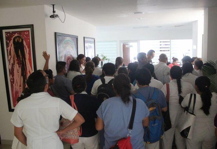 Personal médico del Hospital General de Playa del Carmen se manifestó ayer por irregularidades en el tema de contratación. (Daniel Pacheco/SIPSE)