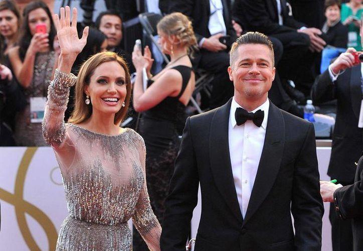 Según una publicación estadounidense, al actor Brad Pitt le gustan los hombres y Angelina Jolie lo sabe. (nydailynews.com)