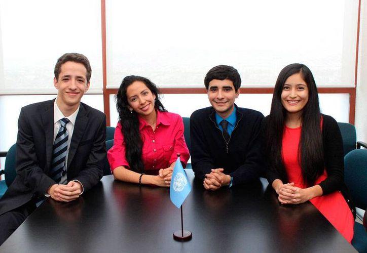 Eduardo Ancona Bolio, Ximena Pamela Ávalos Méndez, Miguel Alberto Mendívil Roiz y Liliana Fajardo Cantero, delegados juveniles de México ante la ONU. (NTX)