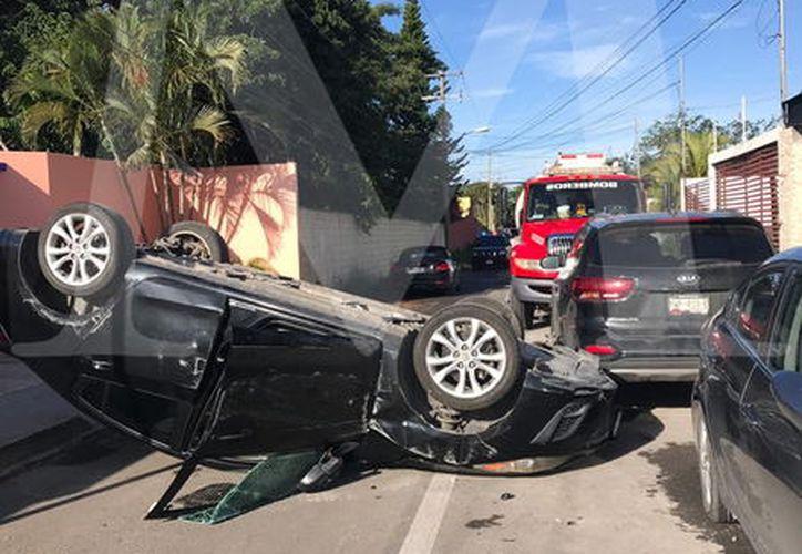 No se supo exactamente qué le pasó al guiador. Lo cierto es que no sufrió lesiones graves pues logró salir del vehículo y huyó.