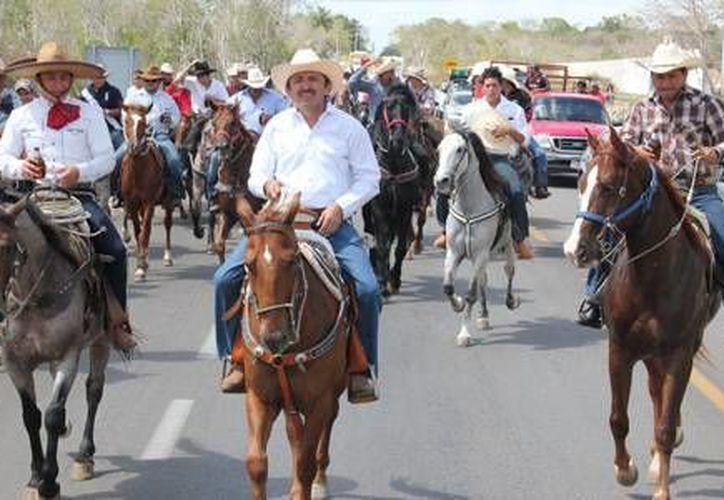 Los participantes en la cabalgata se reunieron en el poblado de La Presumida. (Redacción/SIPSE)
