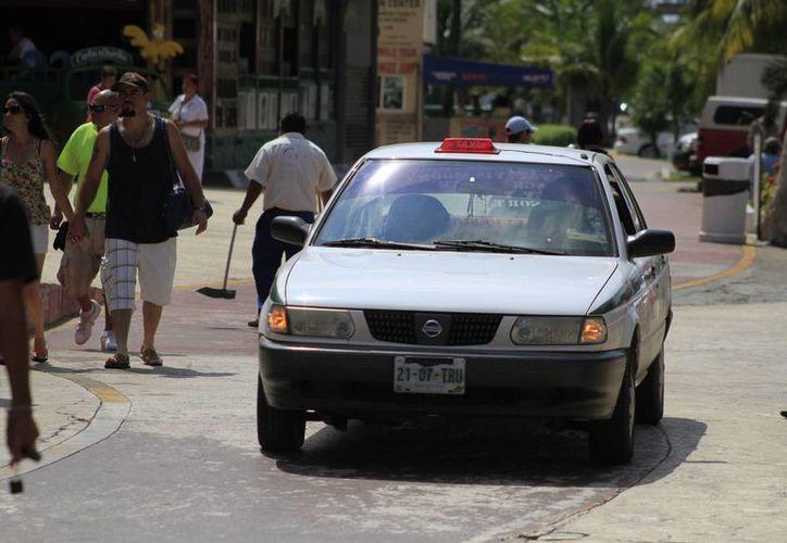 Esta aplicación ayudará a disminuir las quejas contra los taxistas. (Sergio Orozco/SIPSE)