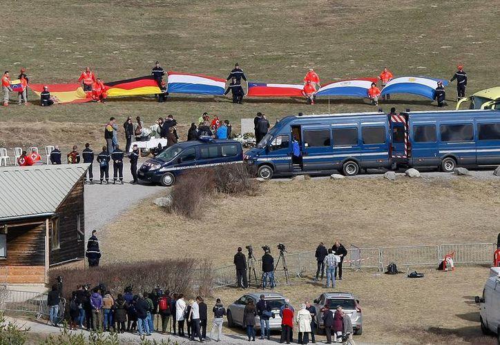 Aspecto de la ceremonia en honor de las víctimas, en Le Vernet, Francia, el 29 de marzo de 2015. (Foto AP/Claude Paris)
