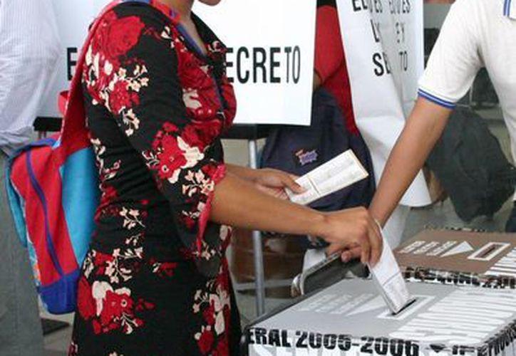 Jóvenes de 19 años de edad participaron el año pasado en la elección de la República. (Tomás Álvarez/SIPSE)