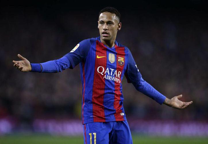 Neymar apenas lleva cuatros goles en la liga española, mientras que en la Champions League cuenta con dos anotaciones.(Manu Fernández/AP)