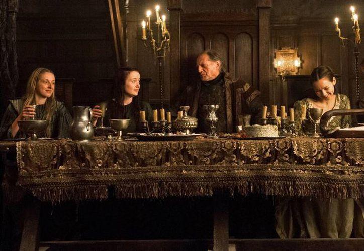 Miles de españoles podrán aparecer en la nueva temporada de Game of Thrones, la producción busca extras españoles. (revistapantallas.com)