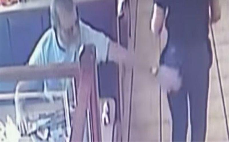 Dan prisión a hombre por 'tocar' a mesera en un restaurante