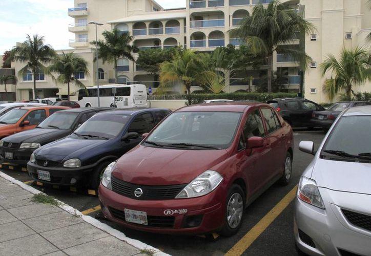 En el estado hay 30 empresas del ramo con 19 mil autos.(Tomás Álvarez/SIPSE)