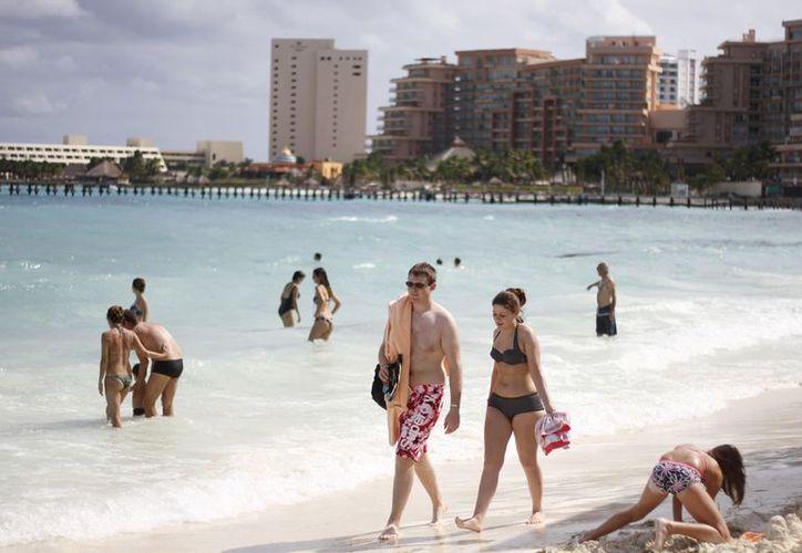 La eliminación de las visas a países sudamericanos incentivará aún más la presencia de turismo en Cancún para el próximo año. (Israel Leal/SIPSE)