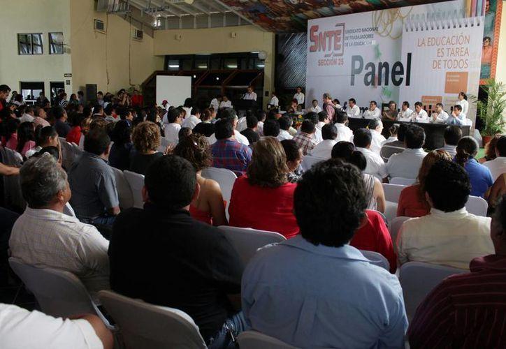 El panel, que contó con una muy buena asistencia, dio inicio a las 13 horas del viernes. (Francisco Sansores/SIPSE)