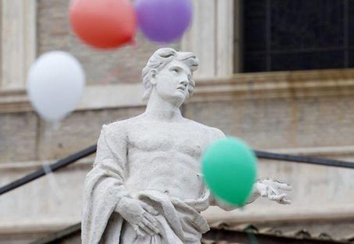 Los globos de colores reemplazarán a las palomas de la paz en El Vaticano. (AP)