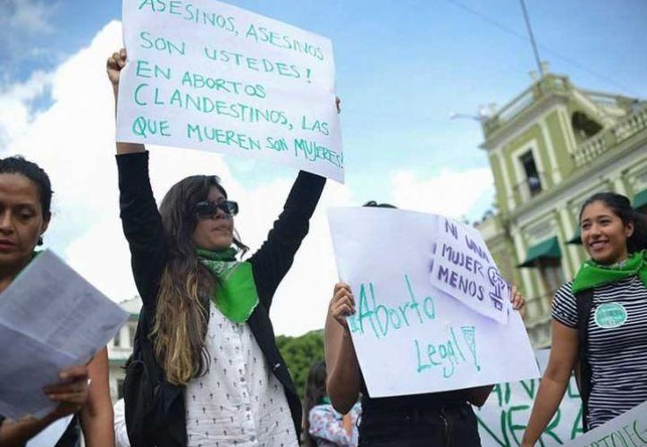 Cientos de mujeres salieron a las calles este viernes para exigir una legislación que garantice el aborto legal y seguro. (Cuartoscuro)