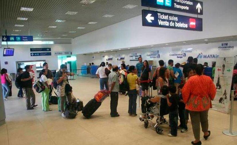 El número de viajeros en el aeropuerto de Mérida en lo que va de 2015 suma 100 mil, lo que convierte el primer semestre de 2015 en el mejor en casi 50 años de la terminal aérea. (Archivo/Milenio Novedades)
