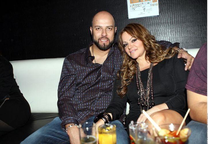 Esteban Loaiza no puede creer que su aún esposa, Jenni Rivera, haya muerto. (Agencia Reforma)