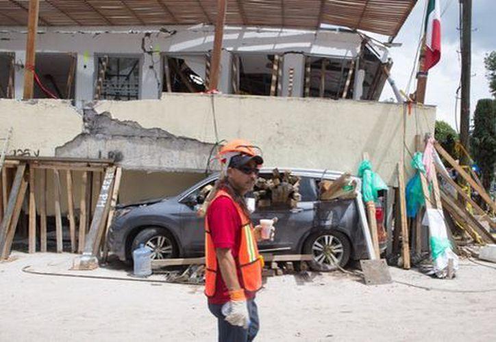 En total, 16 mil escuelas presentan daños materiales ocasionados por los terremotos. (Foto: Milenio)