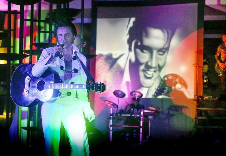 Dany Lova rendirá un homenaje a Elvis Presley este domingo en el Teatro de la Ciudad. (Daniel Pacheco/SIPSE)