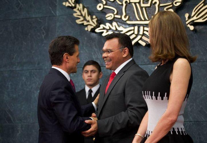 El gobernador Rolando Zapata Bello estuvo ayer en Los Pinos, donde el presidente Enrique Peña Nieto y directivos de Grupo Modelo anunciaron millonaria inversión para Yucatán. (SIPSE)