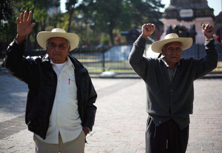 Con la reforma, todos los adultos mayores recibirán el apoyo, señala Sedesol. (Archivo/SIPSE)